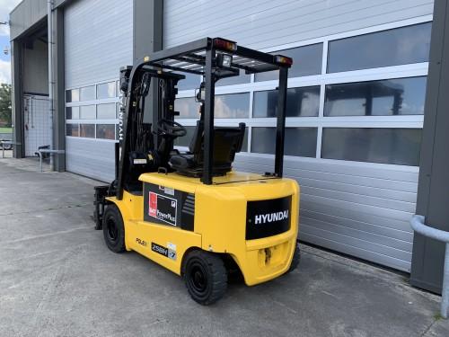 www.gebruikteheftrucks.net Hyundai 25BH-7 elektrische vorkheftruck 2,5 ton hefvermogen forklift vorkheftruck clark 2