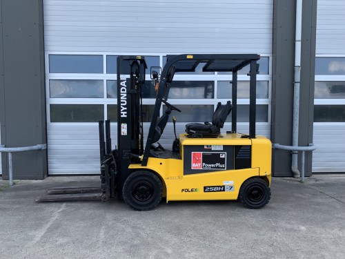 www.gebruikteheftrucks.net Hyundai 25BH-7 elektrische vorkheftruck 2,5 ton hefvermogen forklift vorkheftruck clark