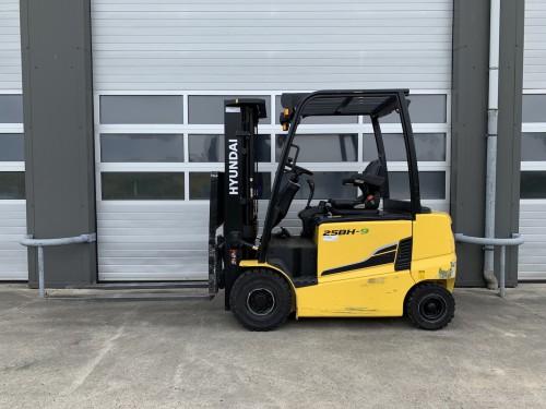 www.gebruikteheftrucks.net Hyundai 25BH-9 demo machine 2500kg elektrische heftruck forklift