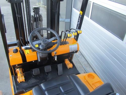 www.gebruikteheftrucks.net hyundai 1.8 ton gebruikte diesel heftruck vorkheftruck 3