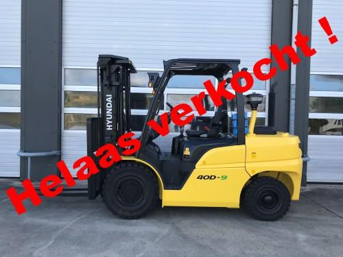 www.gebruikteheftrucks.net.  Hyundai 40D-9 machine verkocht diesel heftruck vorkheftruck