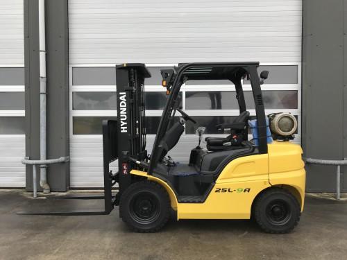 www.nieuweheftruckkopen.nl-Hyundai-25L-9A-2500kg-LPG-heftruck-GAS-direct-uit-voorraad-leverbaar (1)