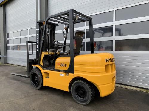 www.gebruikteheftrucks.net Hyundai HDF30-II diesel heftruck diesel forklift te koop te huur for sale for rental 2